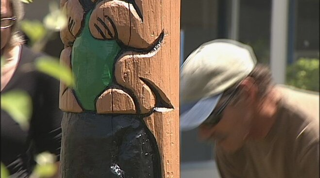 Totem pole placed at Spencer Butte Middle School (9)