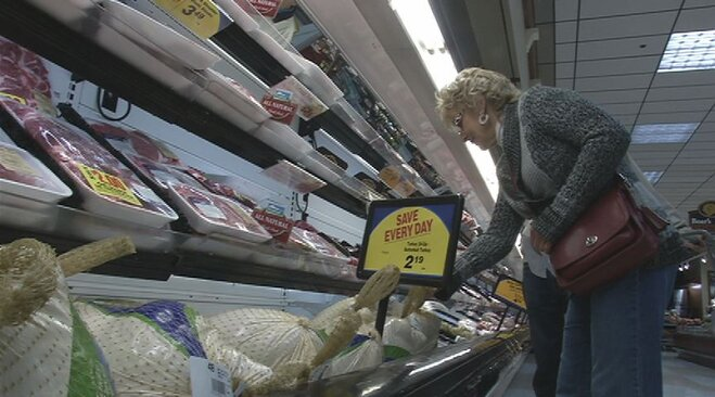 Gas prices fall for Thanksgiving, meal costs slightly up