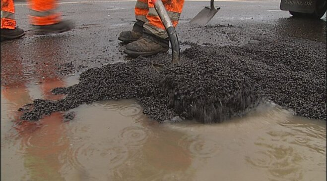 Weather whips up new crop of potholes (4)