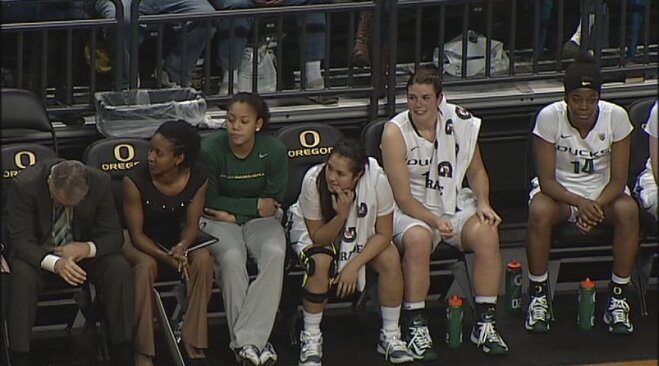 No. 6 Golden Bears dominate Ducks 72-45