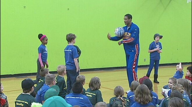 Video: Harlem Globetrotter visits Boys and Girls Club