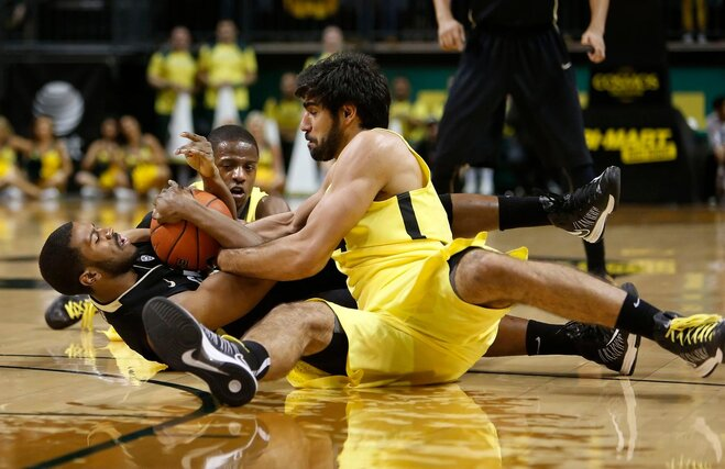 No. 19 Oregon blows late lead, loses 48-47 to Colorado