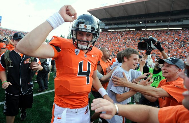 Oregon State QB out with knee injury