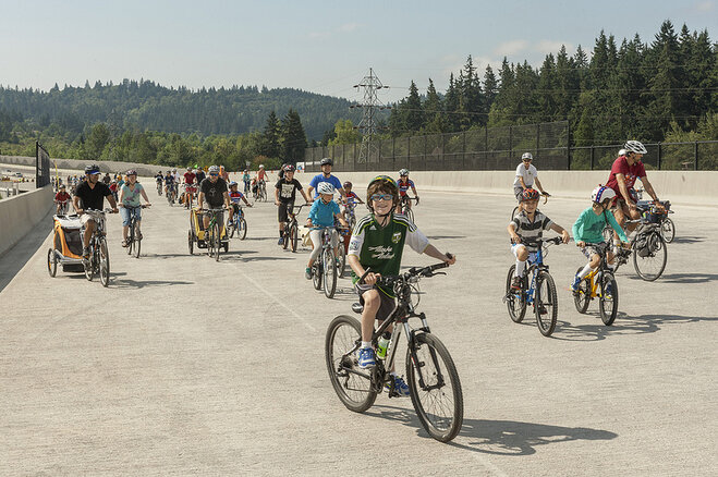 Bicycles on new I-5 bridge