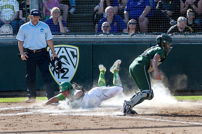Ducks beat Utah Valley 12-1 (2)