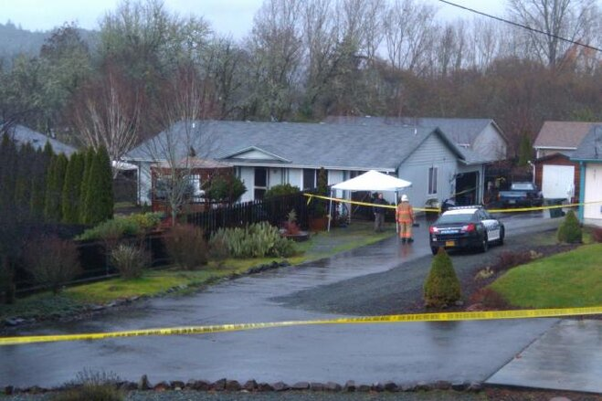 Roseburg house burns, body found inside