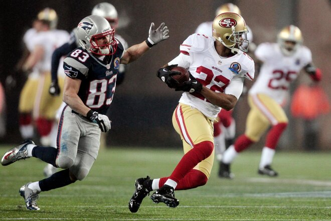 LaMichael James' return helps 49ers down Patriots