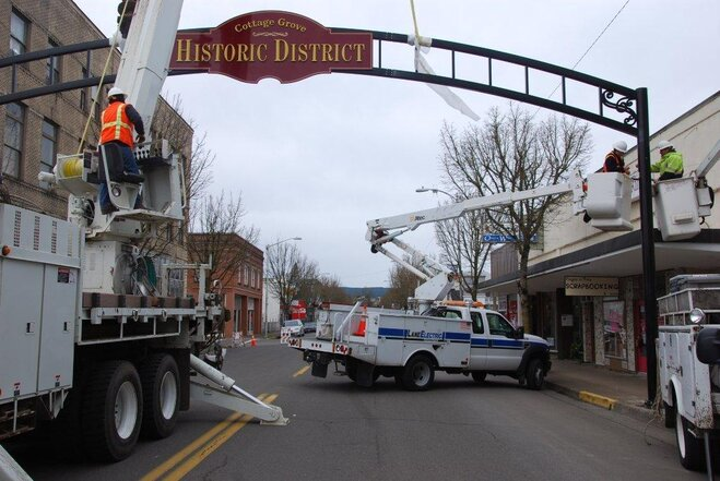 Cottage Grove historic district arch installation photos by Mary Ellen (4)