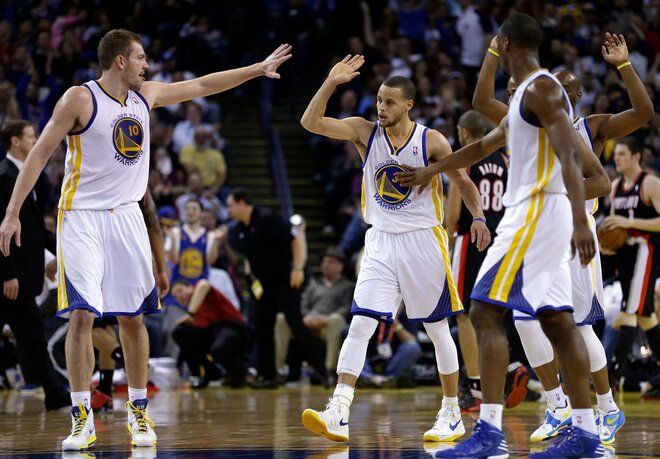 Curry's 39 leads Warriors past Blazers, 125-98
