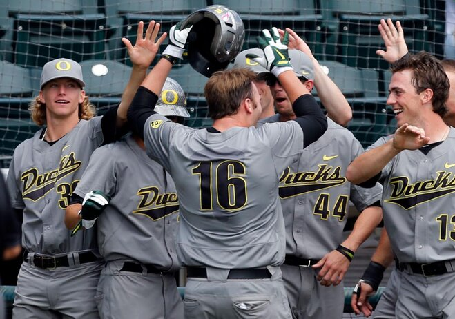 Duck bats come to life, hammer Dons 6-1