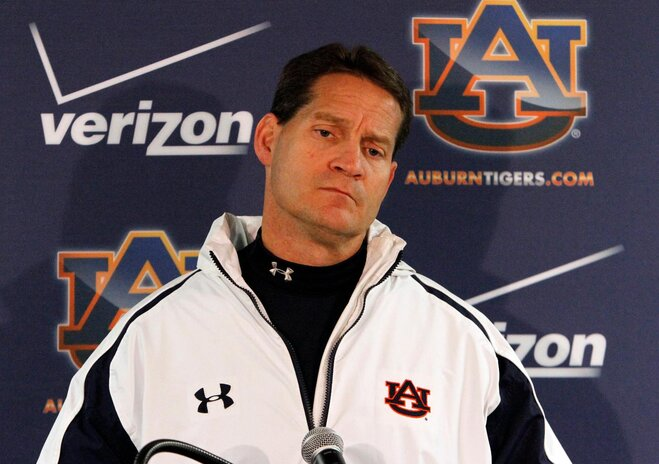 Auburn fires Gene Chizik after 3-9 season