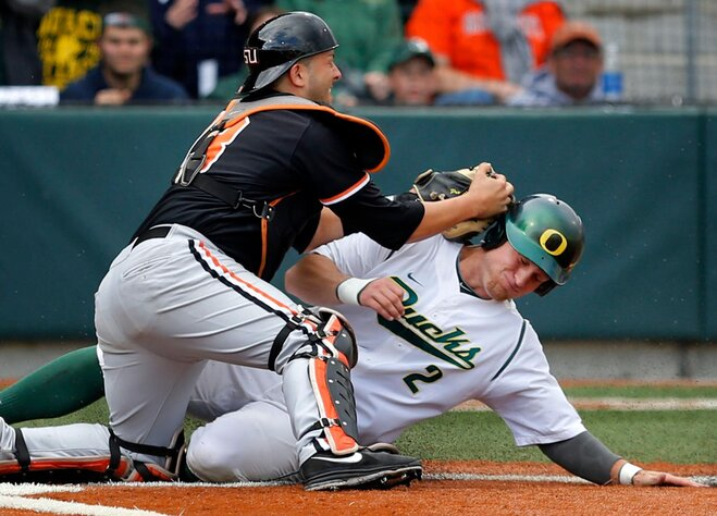 Civil War: Ducks claim game one, tie Beavs for 1st