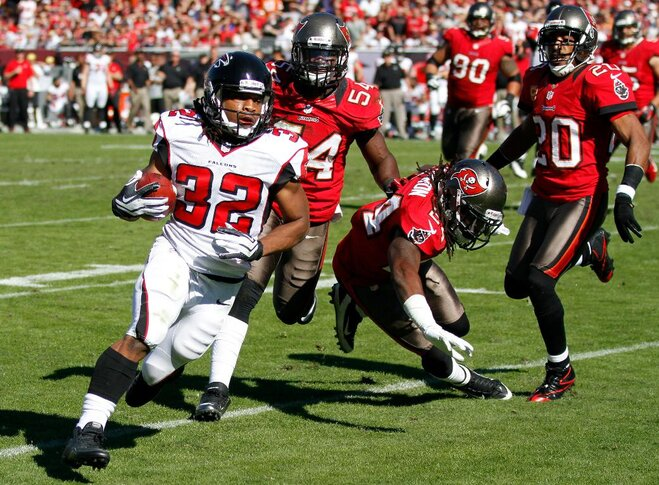 Former Beavers: Jacquizz Rodgers helps Falcons run to 11-1