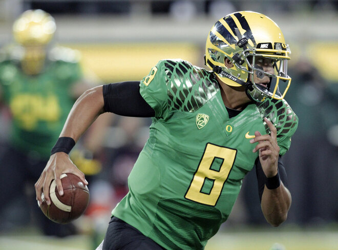 Oregon Mariota Football