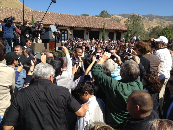 Obama meets the crowd at La Paz