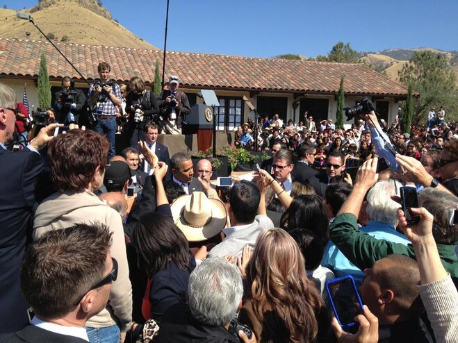 Obama works the crowd at La Paz