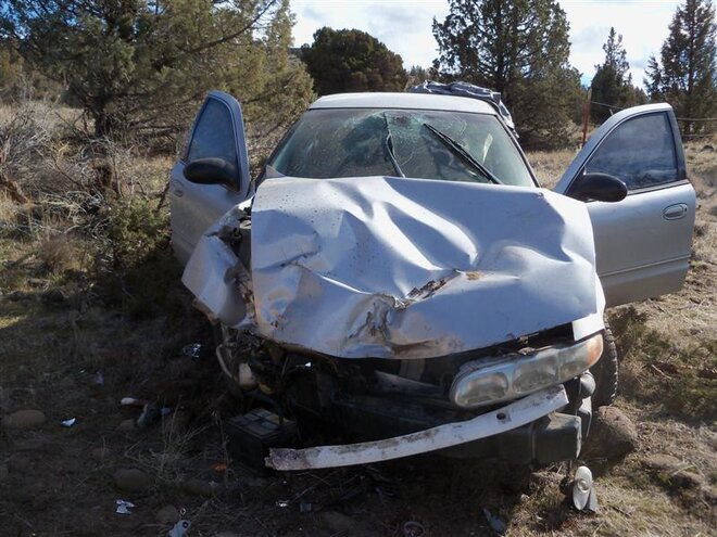 2 hurt in crash on Oregon highway