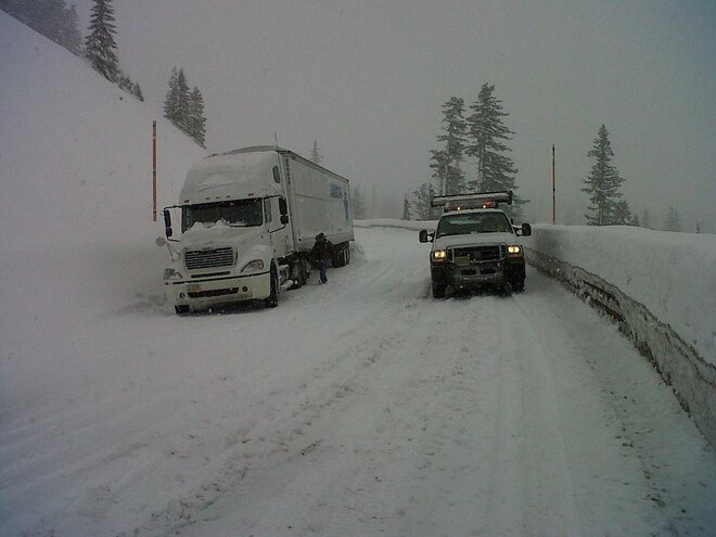 ODOT frees travelers trapped by slide on Santiam Pass