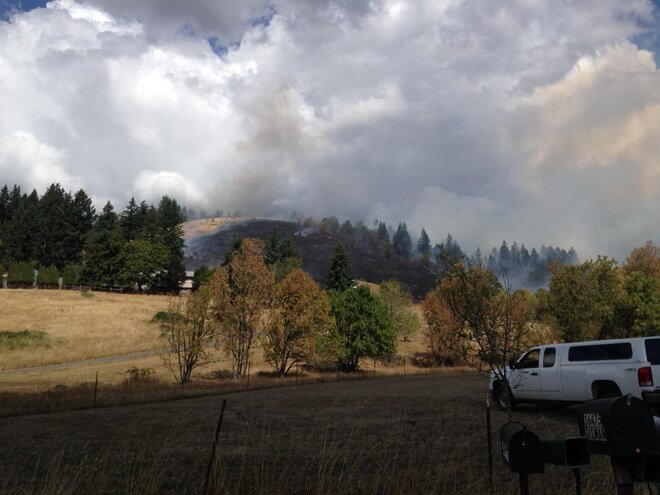Pleasant Hill grass fire ignites one barn, others threatened