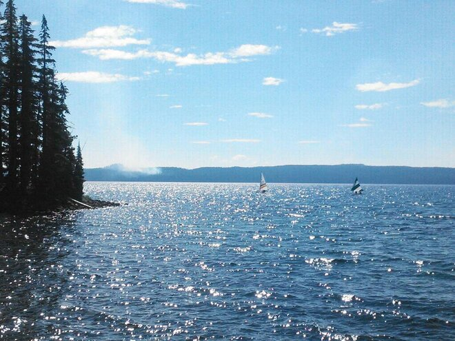 Forest fire west of Waldo Lake closes trails