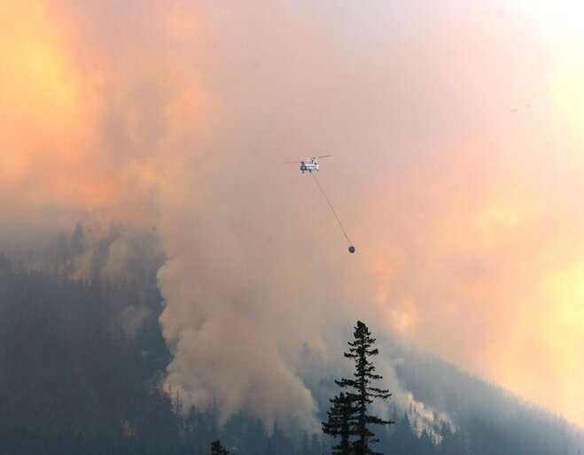 Helicopter dropping water on Badger Butte fire by Dan Sweet