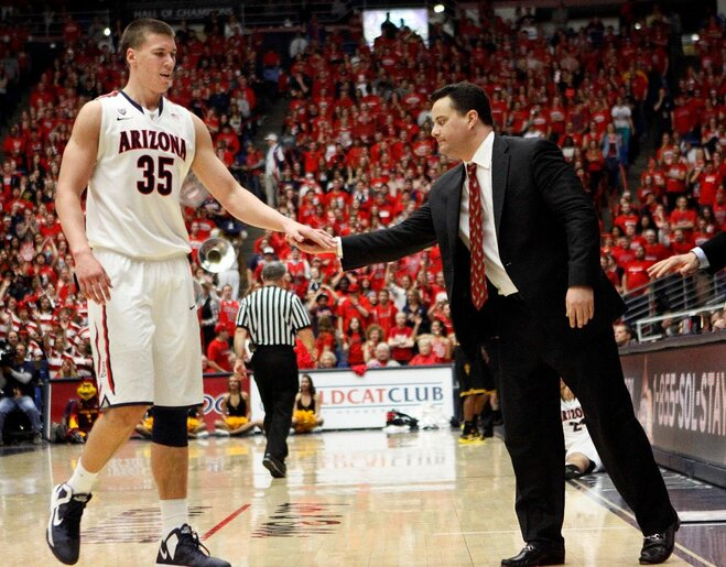 Gordon passes on Oregon, picks Arizona for hoops