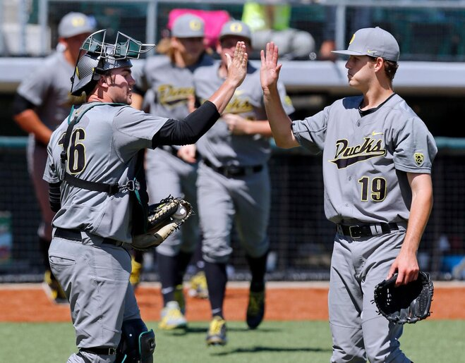 Oregon's Irvin & Cleavinger named 2nd team NCBWA All-Americans