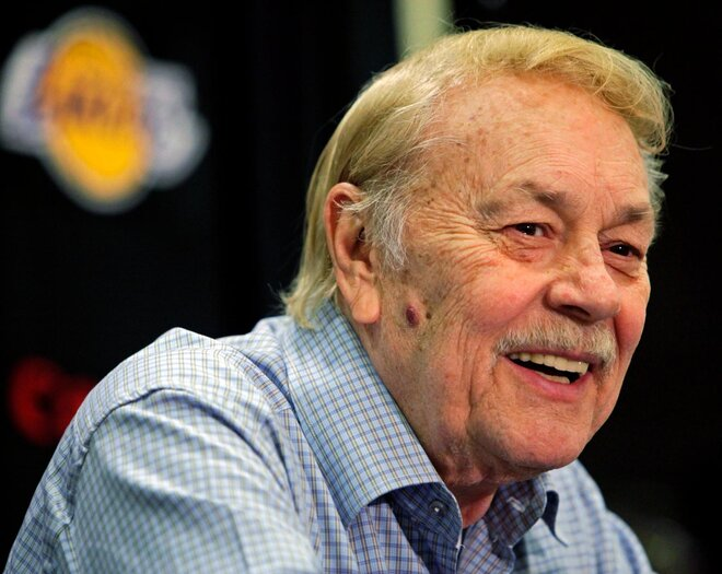 Report: Jerry Buss hospitalized with cancer