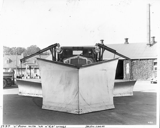 1937 Oshkosh with two wings front view