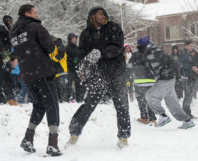 Duck football team challenges Oregon campus to snowball fight (35)
