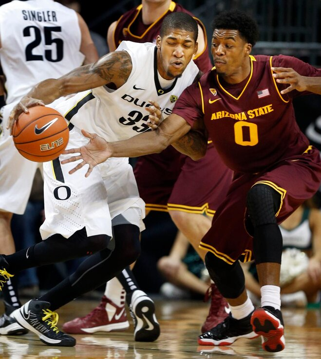 Ducks win 18th straight home game, down Sun Devils 68-65