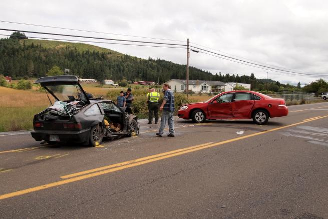Sunday morning crash in Sutherlin leaves one trapped