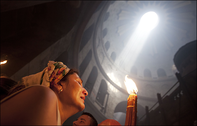 Holy fire ceremony draws thousands in Jerusalem