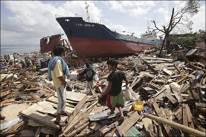 Typhoon deaths climb into thousands in Philippines