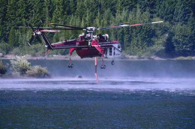 Air crane siphoning water for Dollar Lake Fire