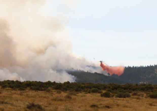 Air tanker on High Cascades Fire by Paul Galloway