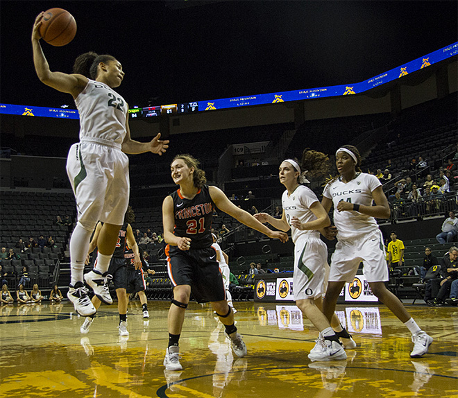 Duck women surge late to beat Princeton