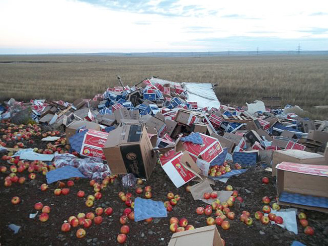 Apple truck crash on Hwy 97