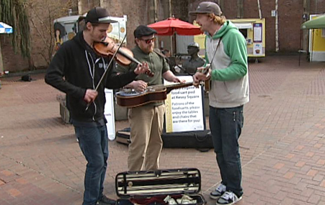 City Snapshot: Bluegrass band plays in Kesey Square