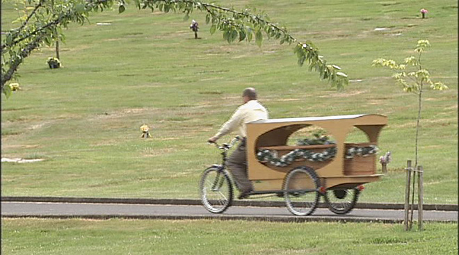 Bike hearse offers last rides (5)