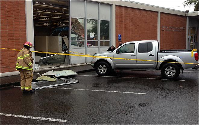Driver smashes pickup truck into Lake Oswego post office