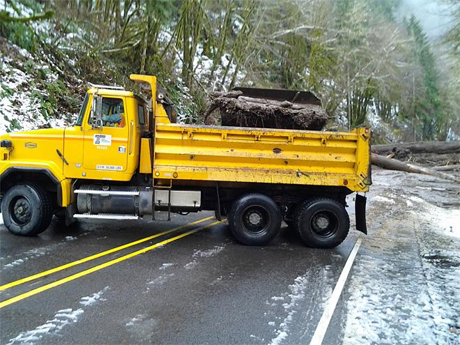 Cleanup begins on landslide blocking Highway 126 between Eugene and the Oregon Coast (2)