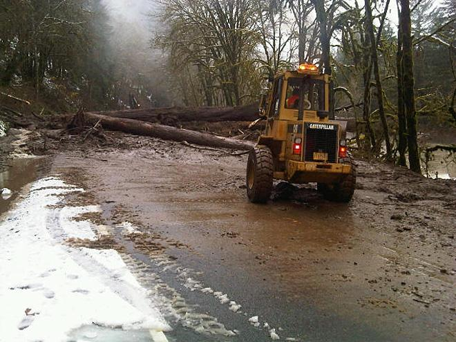 Cleanup begins on landslide blocking Highway 126 between Eugene and the Oregon Coast 2