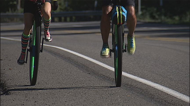 Couple rides across US on unicycles to honor Syrian refugees