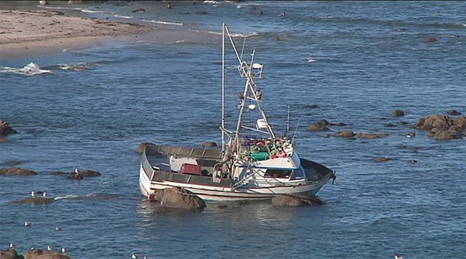 Crab boat gets stuck off Cape Arago