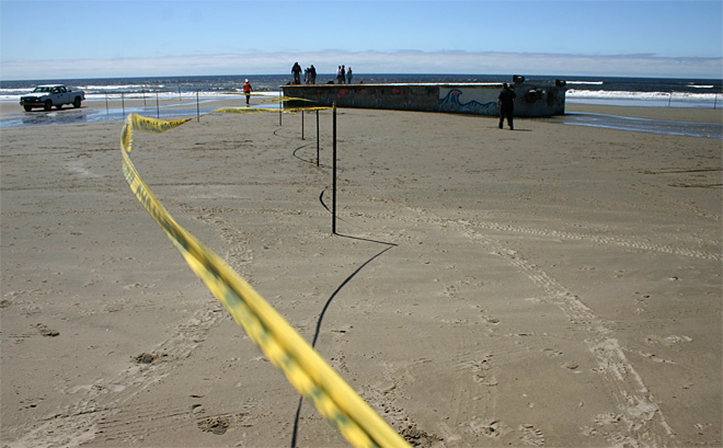 Crews ready to remove Japanese dock from Oregon beach (3)