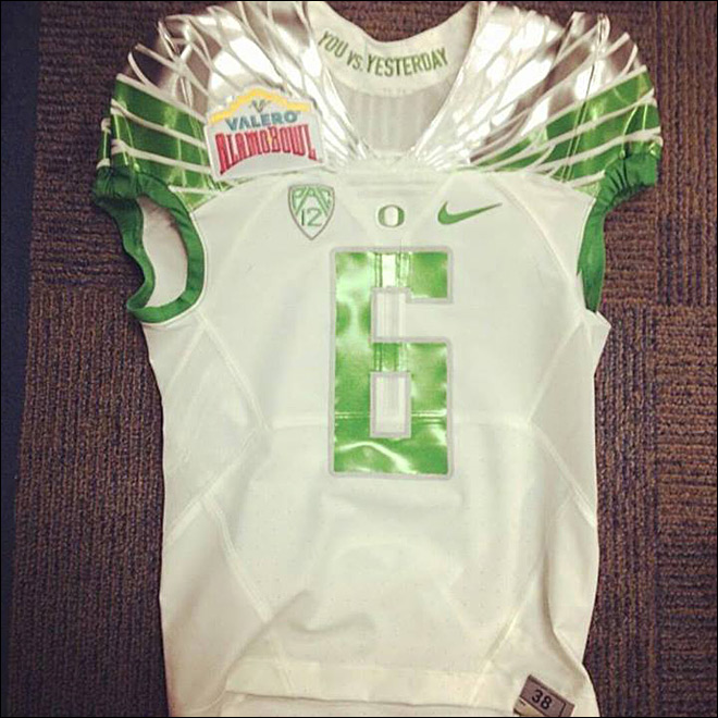De'Anthony Thomas jersey for Alamo game - Photo by Tom Ward