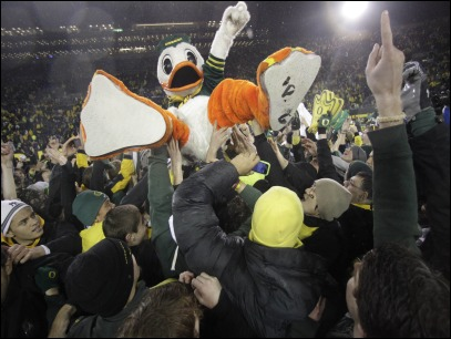 Now the Ducks can enjoy their turkey: Oregon 48, Arizona 29