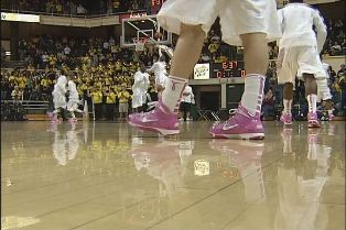 UO thinks pink, beats USC 67-57