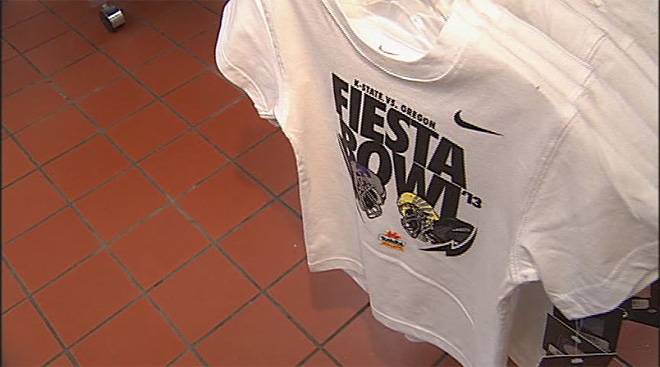 Duck fans get ready for 2013 Fiesta Bowl (11)